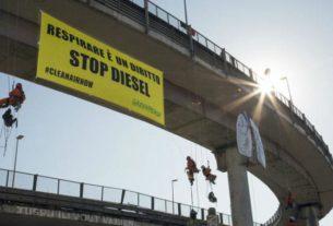 Smog vicino scuole Torino: per Greenpeace «una nube avvolge i bambini»