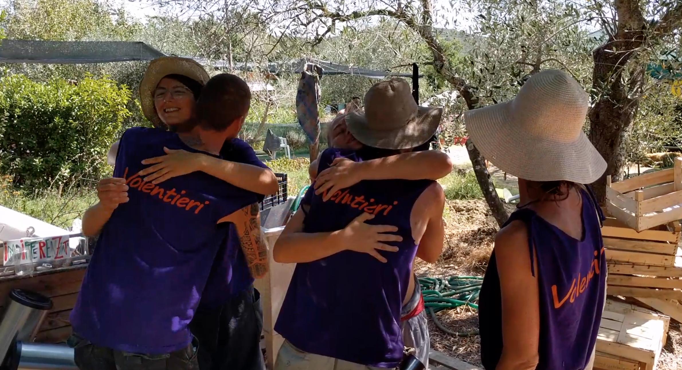 """Gli abbracci dei volontari RIVE, detti """"volentieri"""""""