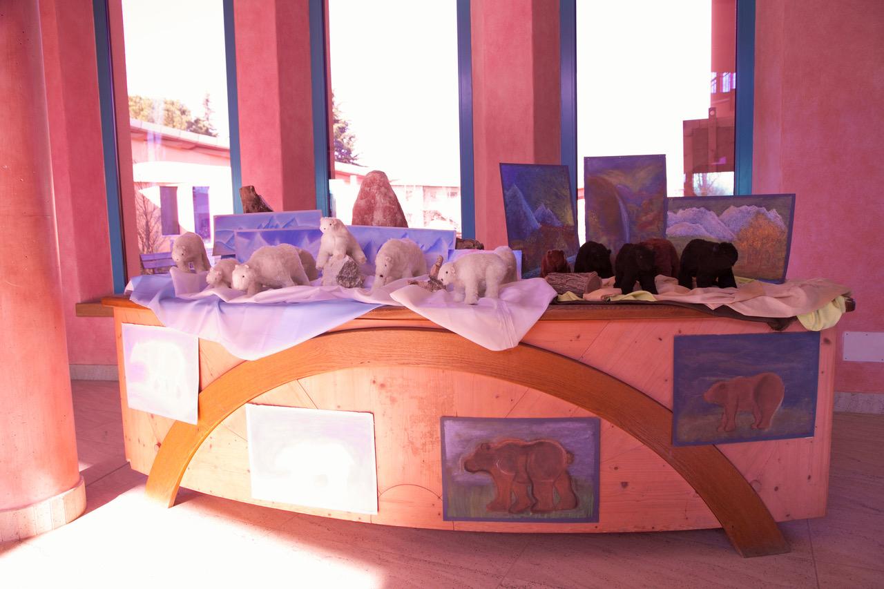 Gli orsi artigianali realizzati dagli alunni della sesta classe