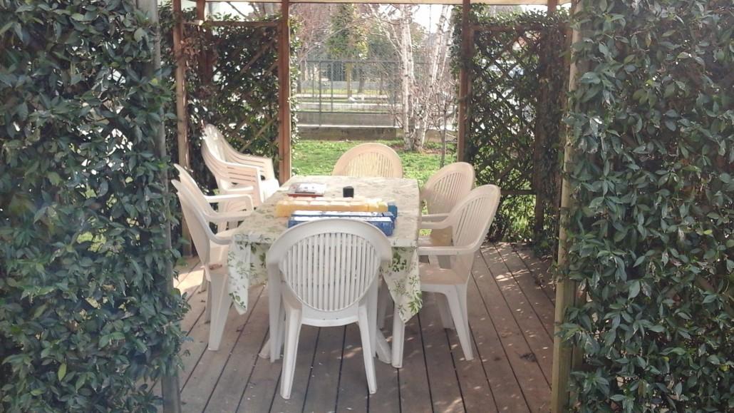 Uno scorcio del giardino della casa