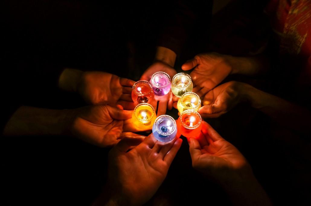 candles-in-dark-1706056_1920