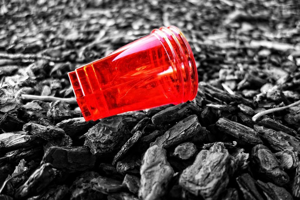 plastic-cup-3147077_960_720
