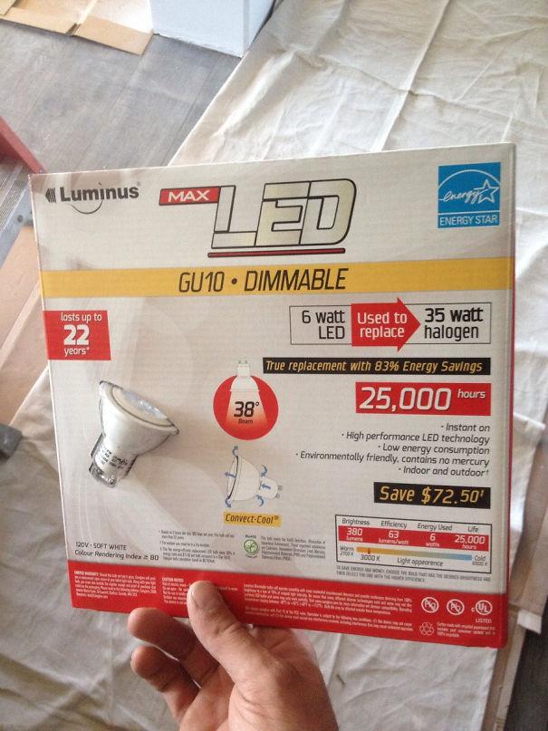 Salvate il pianeta utilizzando lampadine a basso consumo, che però vengono vendute in confezioni esagerate! (reddit.com)