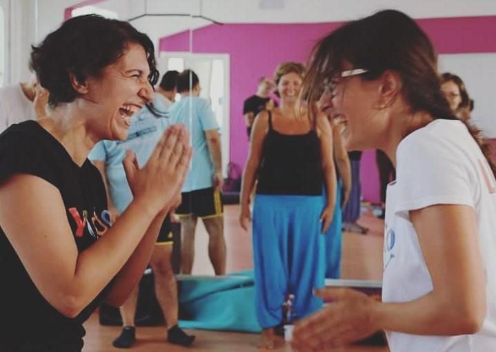 Lara Lucaccioni e Lucia Berdini, docenti di Yoga della risata