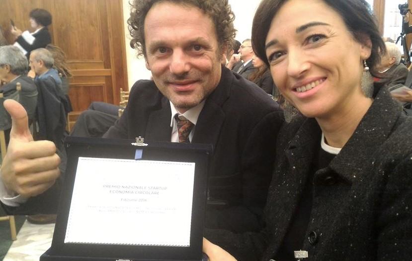 David Erba ed Eleonora Dellera in occasione in occasione della prima edizione del Premio Nazionale dedicato alle start up dell'economia circolare in Italia. L'azienda Armadio Verde è stata selezionata tra le dieci finaliste
