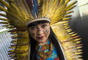 I leader indigeni dell'Amazzonia arrivano a Torino