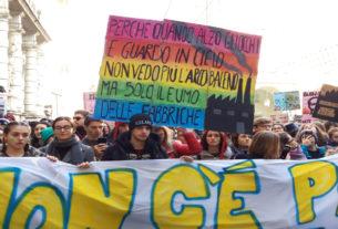 Cambiate il sistema, non il clima! Il resoconto dello sciopero a Torino