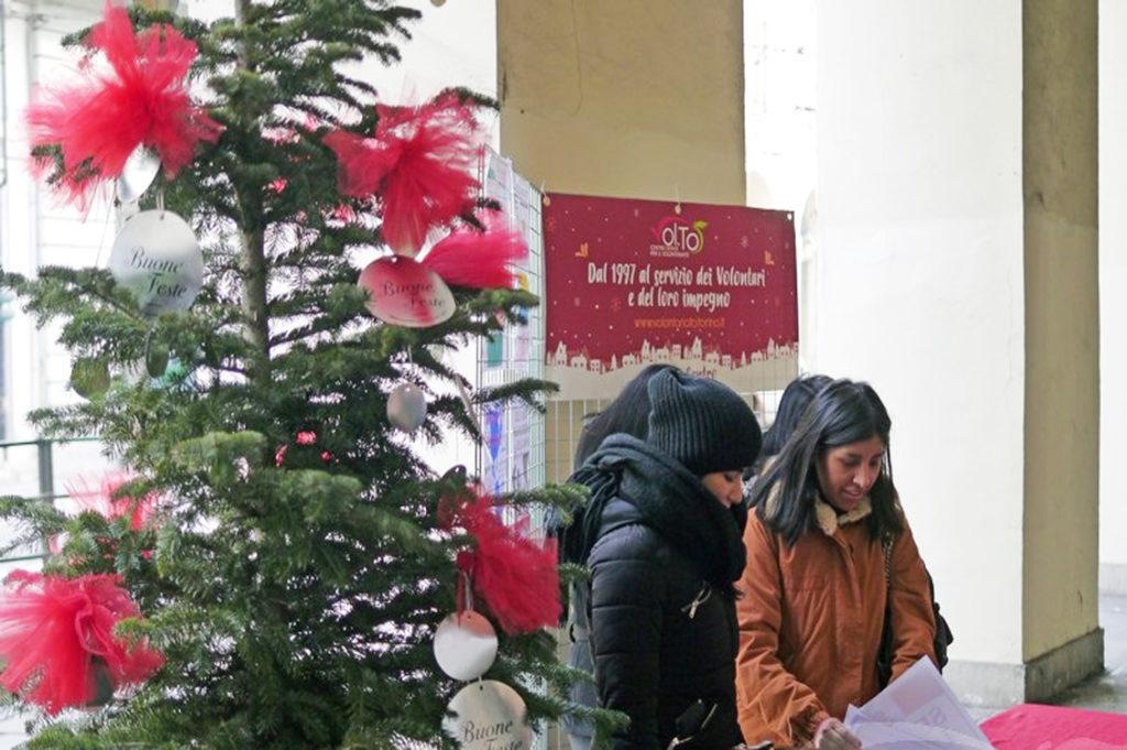 Alberi Di Natale Addobbati Foto.Per Le Vie Di Torino Gli Alberi Di Natale Vivi Sostituiscono