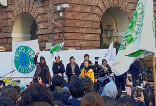 In migliaia in piazza con Greta Thunberg a Torino – FOTO E VIDEO