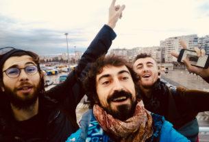 Tre uomini, tre cani e un camper di aiuti verso l'Albania post terremoto