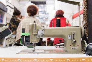 Colori Vivi: la sartoria sociale che dà lavoro alle donne migranti