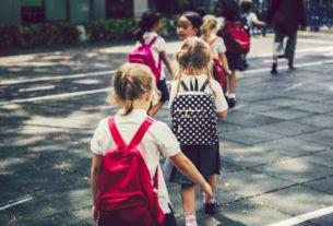 Un chilometro al giorno: la passeggiata che diventa lezione nelle scuole