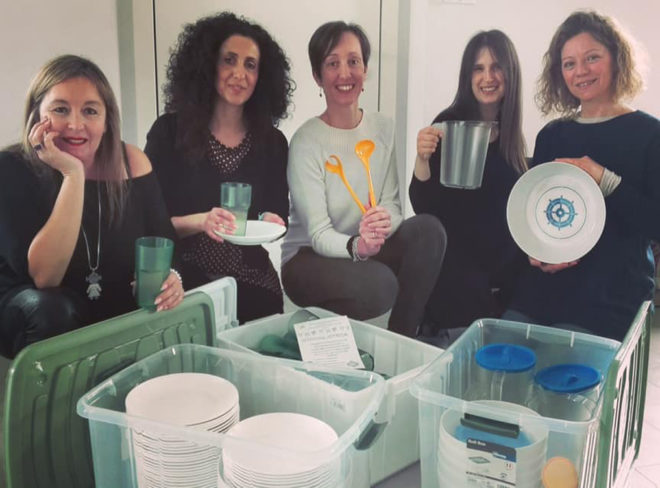 Cinque amiche creano la stoviglioteca per rendere le feste a rifiuti zero