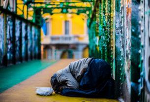Io R-Esisto in strada: aiutiamo i senzatetto perché la salute è un diritto di tutti