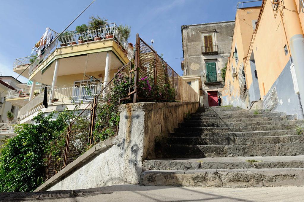 DSC 3394 Napoli a piedi scalinata Calata San Francesco