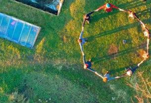 La cultura rigenerativa degli ecovillaggi, laboratori viventi di alternative sostenibili