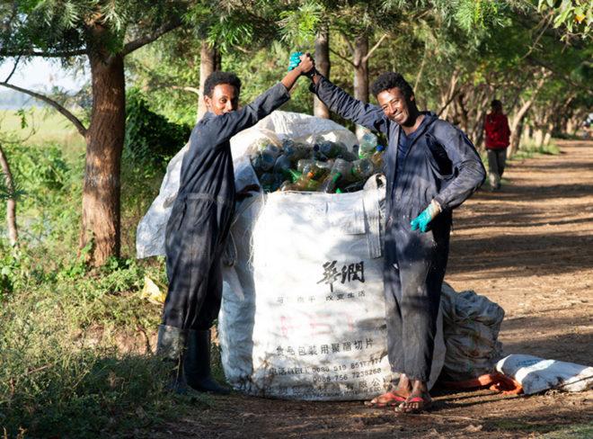 Il riciclo della plastica segna il riscatto di una comunità in Etiopia
