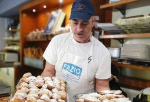 Il panettiere che ogni sera regala il pane a chi ne ha bisogno