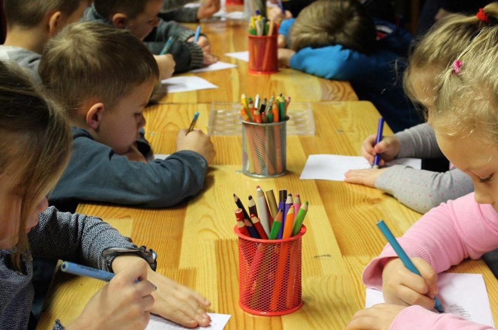 scuola post covid disegno