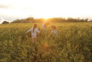 Bambini a contatto con la natura: tutti gli effetti benefici in 10 punti