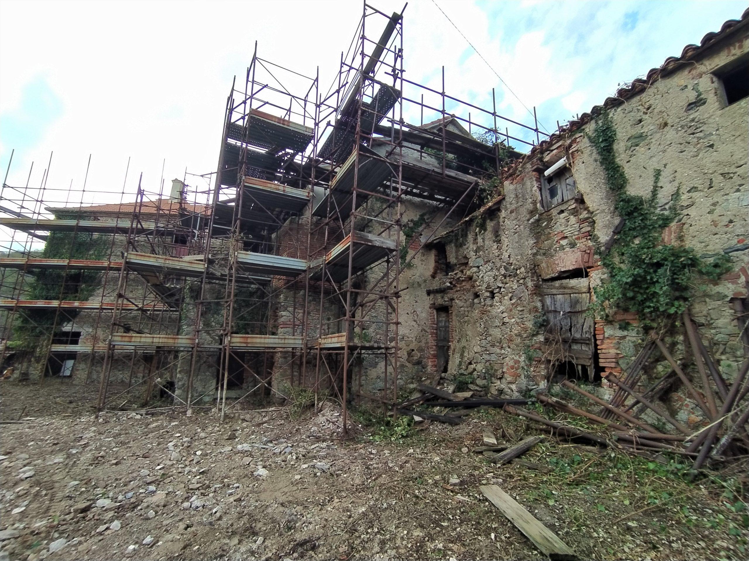 Offro vecchio borgo in Liguria
