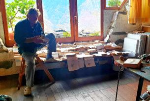 Giorgio, l'artista della valle che ha ridato vita a un borgo di montagna