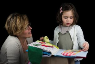 """Le """"letture con tatto"""" delle Carlotte: inventare storie con le mani sin da piccoli"""
