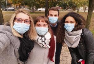 I volontari combattono il virus portando divertimento ai giovani con disabilità