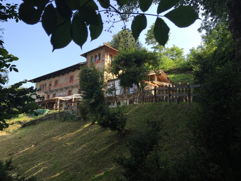 Offro in vendita una grande casa immersa nella natura e ideale per progetto comunitario