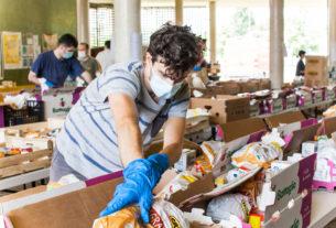 A Torino gli abitanti del quartiere rispondono all'emergenza con la cultura del dono