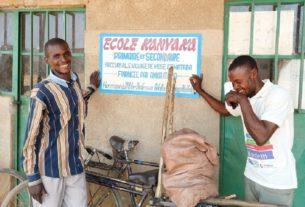 Jean e Sabin, i maestri che camminano quattro ore al giorno per fare lezione ai loro alunni