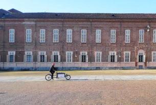 Eman e Andrea, gli amici che con le cargo bike portano il mercato itinerante in città