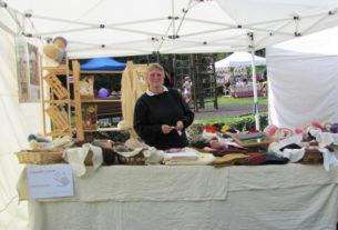 Claudia Comar, l'artigiana magliaia impegnata a diffondere la cultura della lana