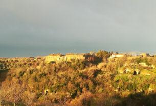 Pianiano, il borgo di undici abitanti che sogna di rinascere fra arte e artigianato