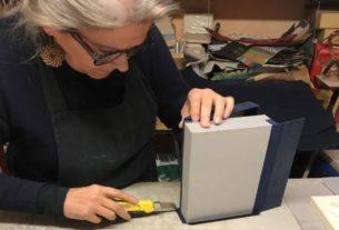 La storia della bottega di legatoria dove la carta prende vita