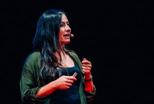 """Lucia Berdini: """"Per stare vicini ai nostri figli impariamo a lottare con loro grazie al Playfight"""""""