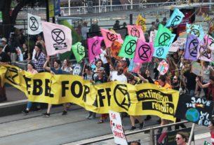 Extinction Rebellion in piazza contro la finanza fossile