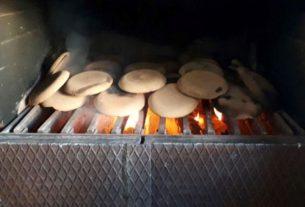 """I panigacci della Lunigiana: il """"pane dei pellegrini"""" vive ancora oggi"""