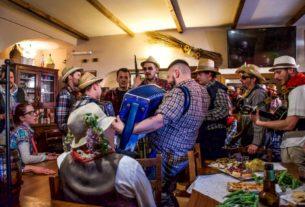 L'antica tradizione del Cantamaggio rivive a Varese Ligure