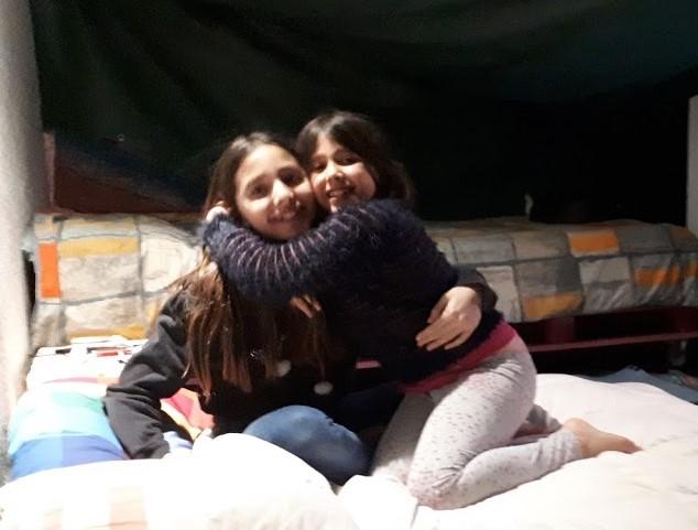 Cerco ospitalità per me e le mie due figlie di 9 e 13 anni in qualche fattoria/ecovillaggio in cambio di collaborazione