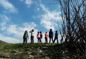 «Camminare coi bambini insegna che siamo fatti per vivere in natura»