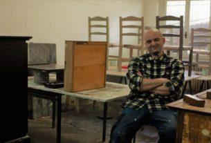 """Tempo Di Recupero: """"Rinnovo vecchi mobili per insegnare alle persone a dare valore alle cose"""""""