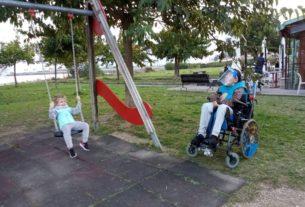 Un parco sensoriale accessibile per insegnare ai bambini la bellezza di giocare insieme