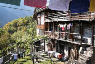 Bordo, il villaggio di montagna che rinasce grazie a una comunità buddista