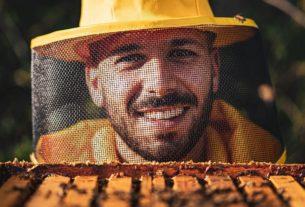"""Luca l'apicoltore: """"Ragazzi, fate il lavoro che vi rende felici, non quello che vi rende ricchi"""""""