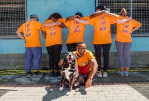 Buddies, i nuovi dog sitter migranti che combattono l'abbandono degli animali
