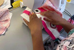 Il laboratorio di sartoria creativa che ricuce le storie delle donne