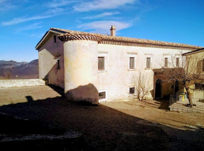 Il Giglio: dalle rovine di un antico palazzo nasce il laboratorio comunitario