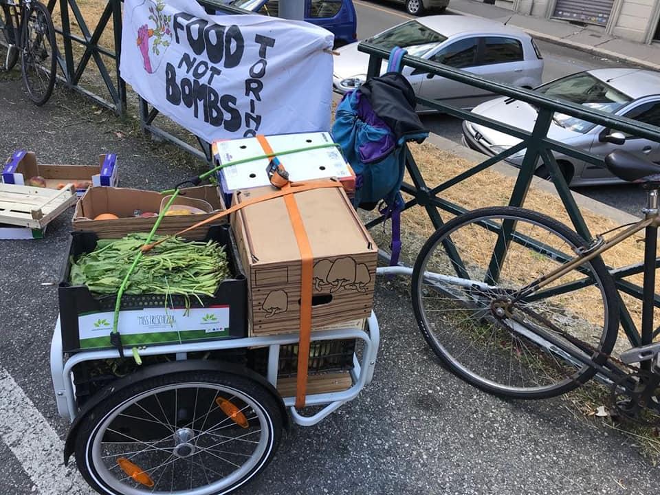 foodnotbombs combattiamo gli sprechi offriamo cibo 1532418938