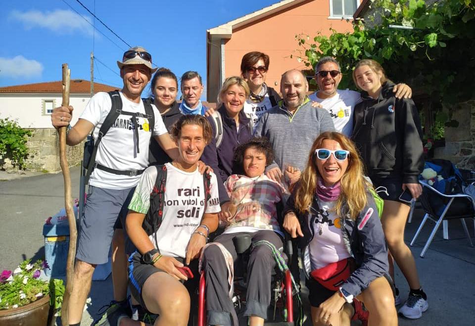 gruppo amici condivide cammino santiago ragazza disabile 1564731998